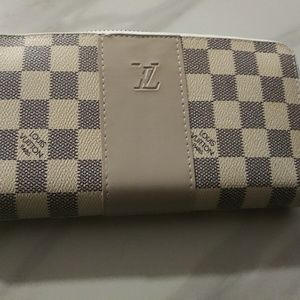 Wallet ***** Louis Vuitton****
